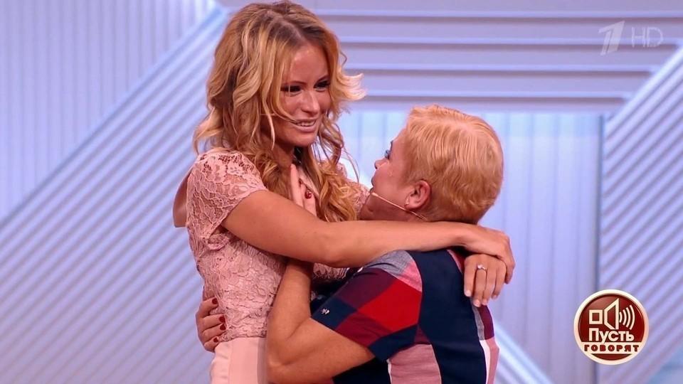 Мама Даны Борисовой продолжает рассказывать в телешоу о своей знаменитой дочери