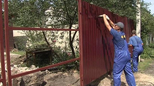 Ставим забор на даче откатныи ворота в красноясрке