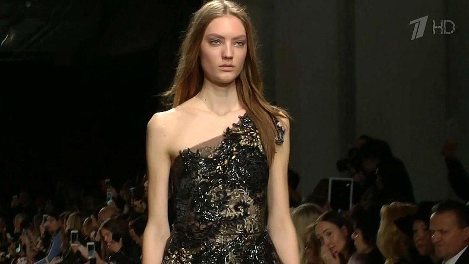 В рамках Недели моды в Париже прошел показ новой коллекции Валентина  Юдашкина. Новости. Первый канал 0e8a3a15cb8