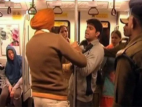 Позорное наказание ждет индийских мужчин занесоблюдение установленного порядка вметро. Новости. Первый канал