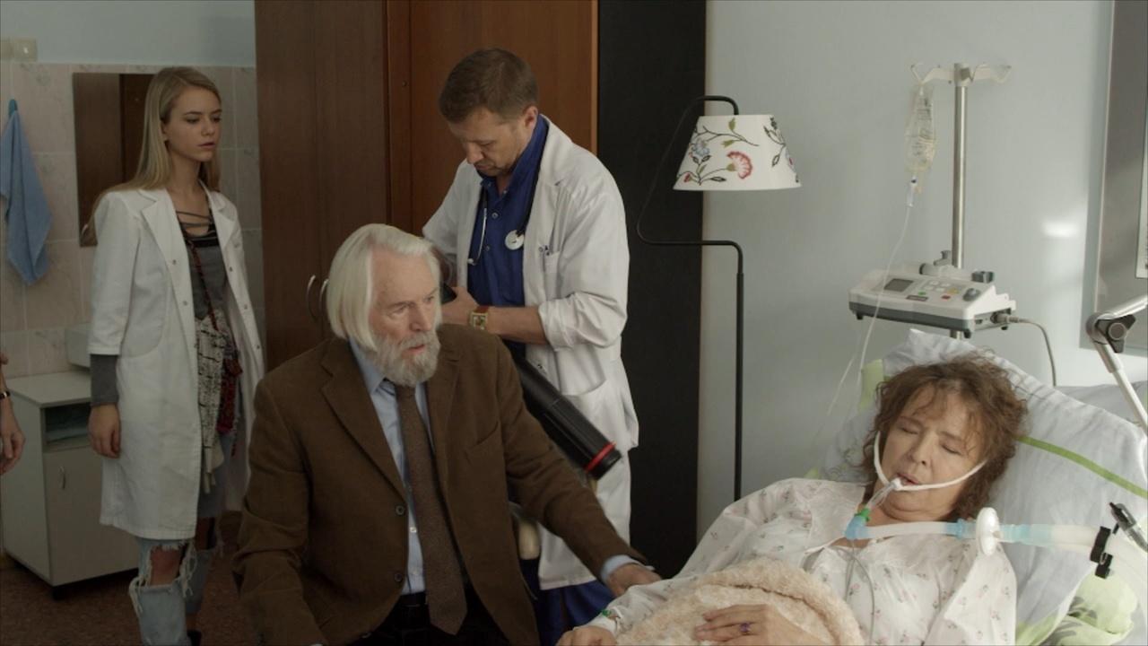 Медсестра ухаживает за дедом видео
