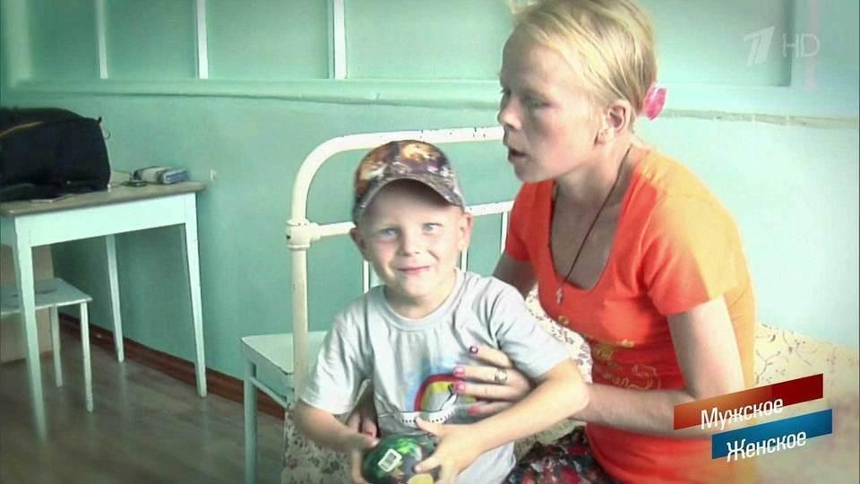 Беременная мать прахнул на сильна родной сын