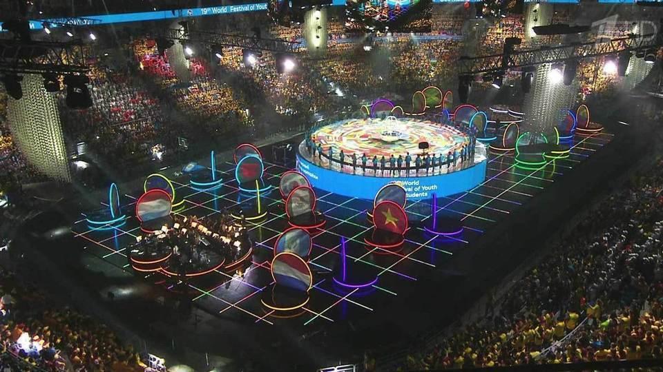 Всемирный фестиваль молодежи и студентов официально открылся в  Всемирный фестиваль молодежи и студентов официально открылся в Сочи Новости Первый канал