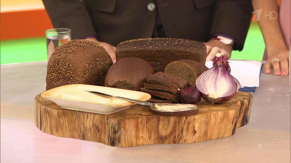 Идеальным вариантом будет био-хлеб , в составе которого нет никаких пищевых добавок и консервантов.