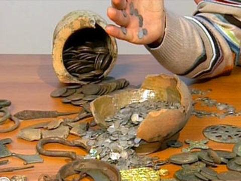 Вцентре москвы археологи обнаружили уникальный клад. новост.
