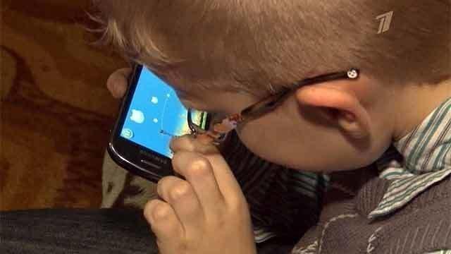 Например, «журнал оптометрии и науки о зрении» (journal of optometry and vision science) утверждает, что нельзя держать мобильное устройство близко к глазам, иначе ваше зрение будет ухудшаться.