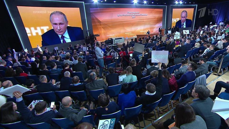 Картинки по запросу зрители смотрят  пресс конференцию Путина 14.12.2017