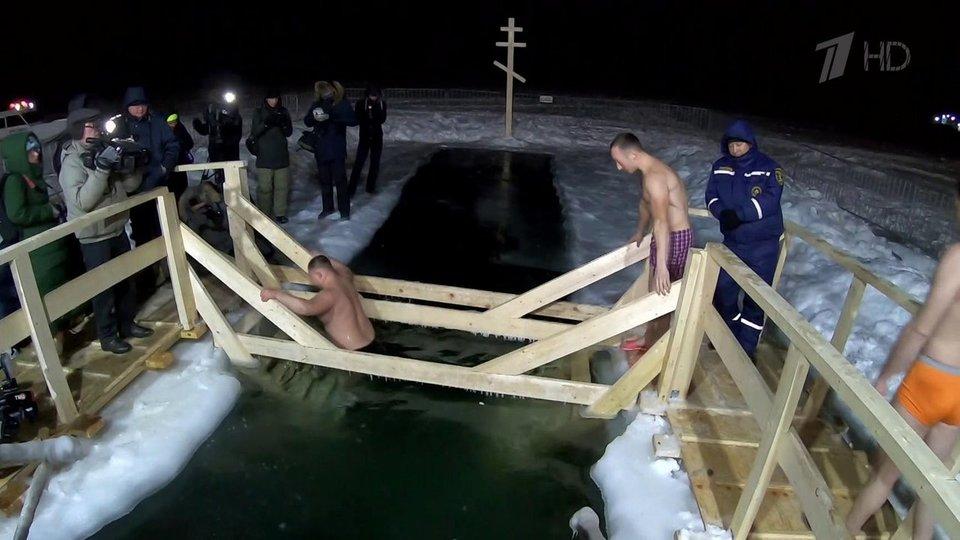 滨海边疆区的东正教居民庆祝顿悟。
