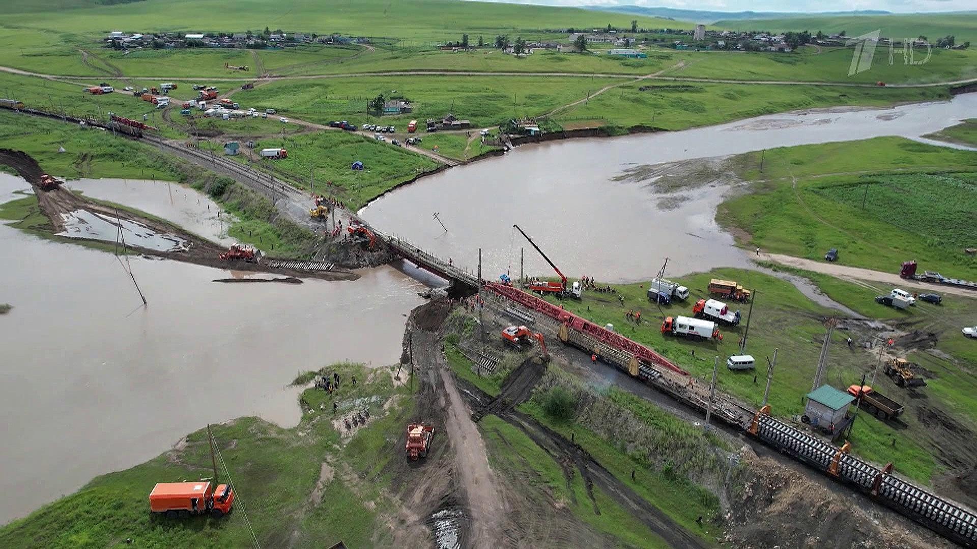 ВЗабайкалье восстанавливают рухнувший из-за дождей мост наТранссибе
