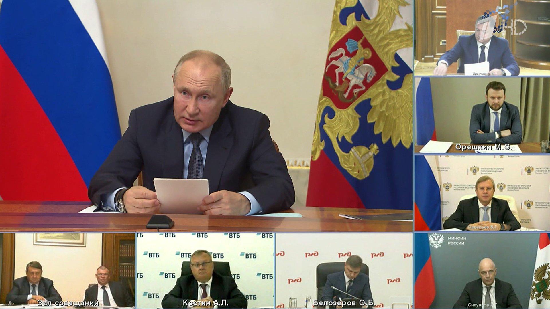 Крупные транспортные проекты обсудил Владимир Путин насовещании вСанкт-Петербурге