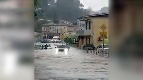 Движение научастке федеральной трассы изДжубги вСочи остановлено из-за подтоплений