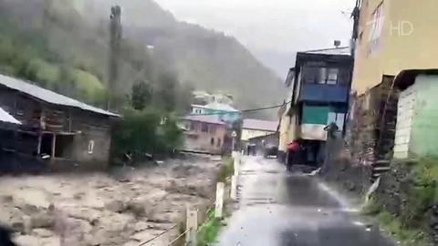 НаСочи обрушились сильнейшие дожди, аранее непогода натворила бед вДагестане