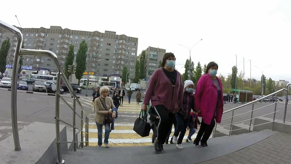 Из-за роста заболеваемости коронавирусом ограничительные меры ужесточают еще внескольких российских регионах