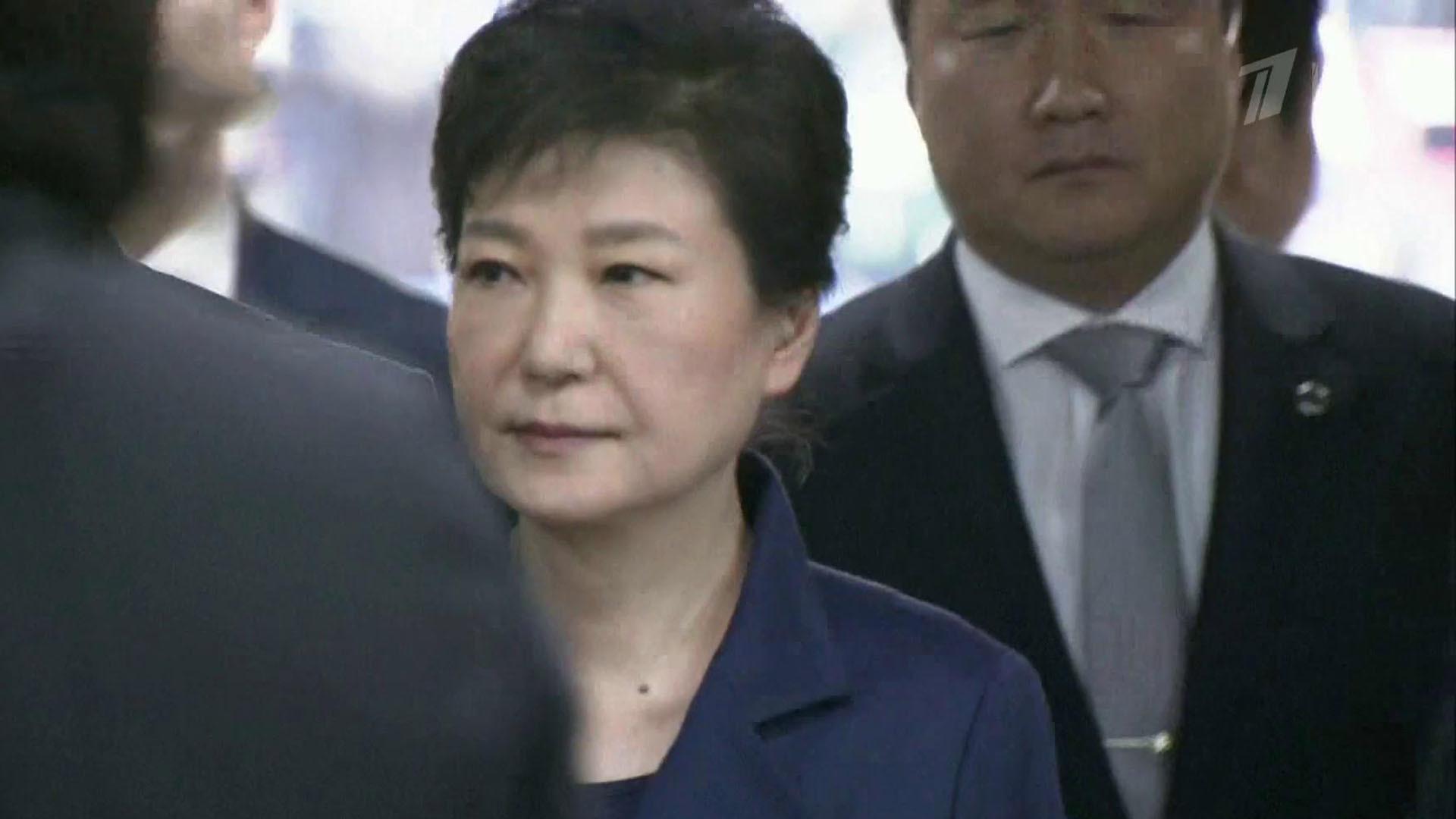 Появилось видео ареста экс-президента Южной Кореи Пак Кын Хе по делу ее подруги